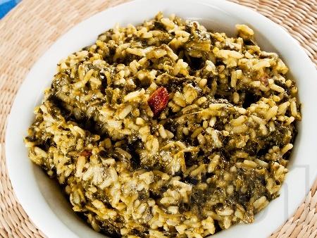 Коприва с ориз и стафиди - снимка на рецептата